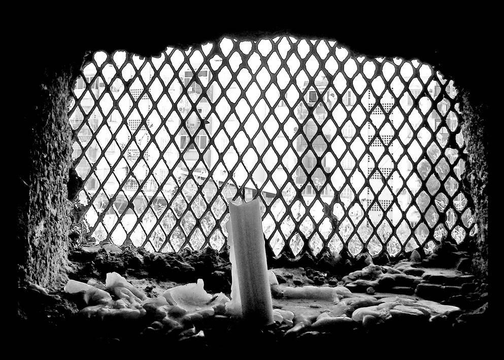mausolee-ouverture-avec-bougie-.jpg