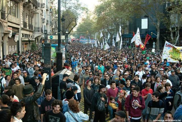 """Manifestation à Santiago, le 2 juin dernier, derrière le mot d'ordre """"cultive tes droits"""""""