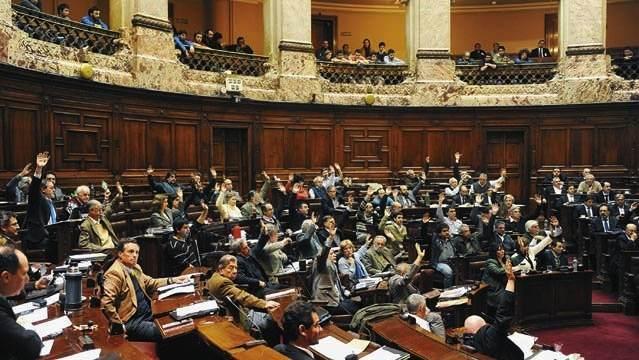 Le vote de la loi par les députés en juillet 2013