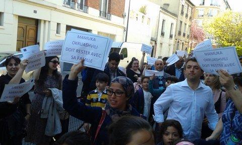 Rassemblement devant l'école Pasteur à Clichy le 14 avril 2015