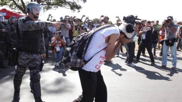 Brutalités policières à Rio, le 17/06, lors de la coupe des confédérations