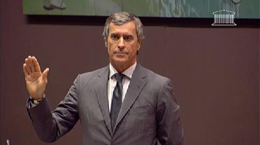 Jérôme Cahuzac prête serment, mercredi, devant la commission.