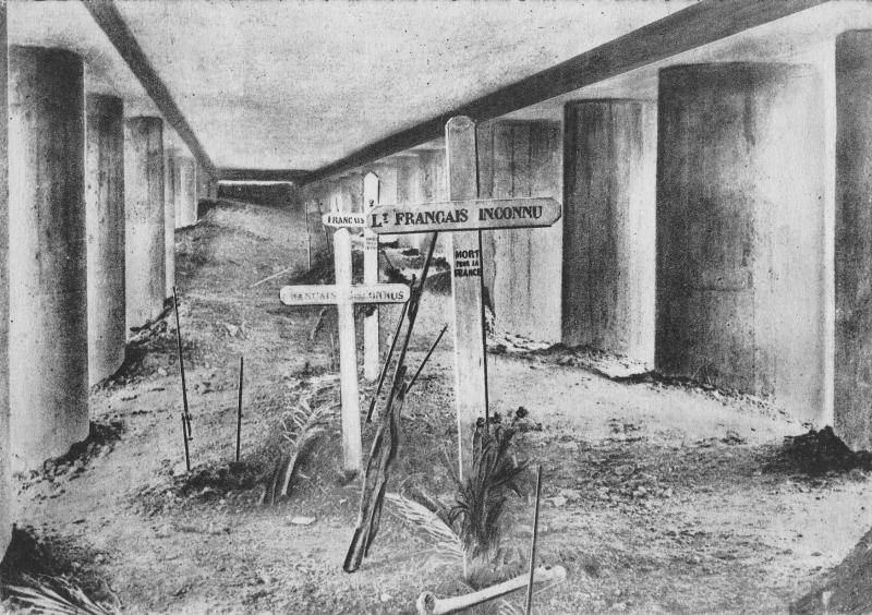 """Monument de propagande, connu sous le nom de """"tranchée des baïonnettes"""", à Verdun"""