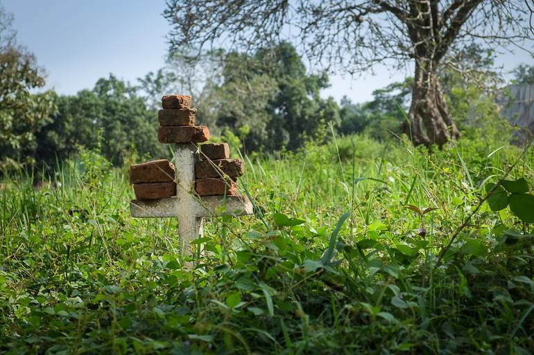 Un tombe au milieu du village de Carnot, à l'ouest du pays