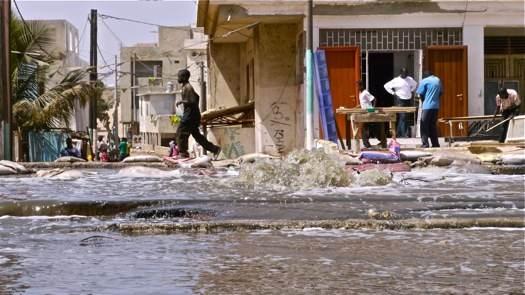 Les eaux usées se déversent à ciel ouvert dans le village de Camberène