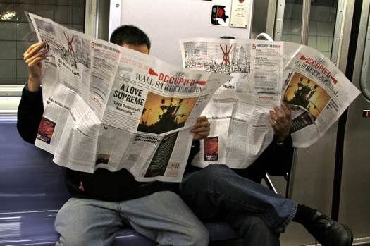 Des lecteurs du Occupied Wall Street Journal, satire du quotidien de Murdoch