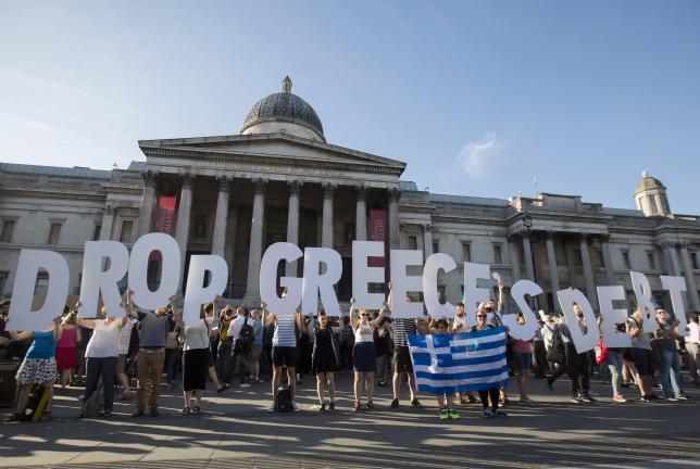 A Londres (Trafalgar Square), manifestation pour l'annulation de la dette grecque, lundi 29 juin.