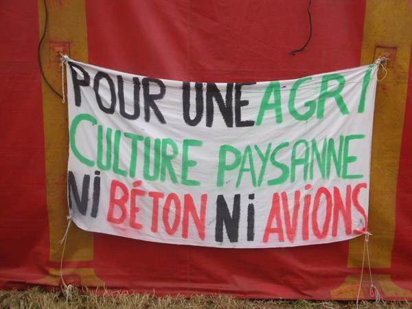 Une des banderoles contre l'aéroport de Notre-Dame des Landes