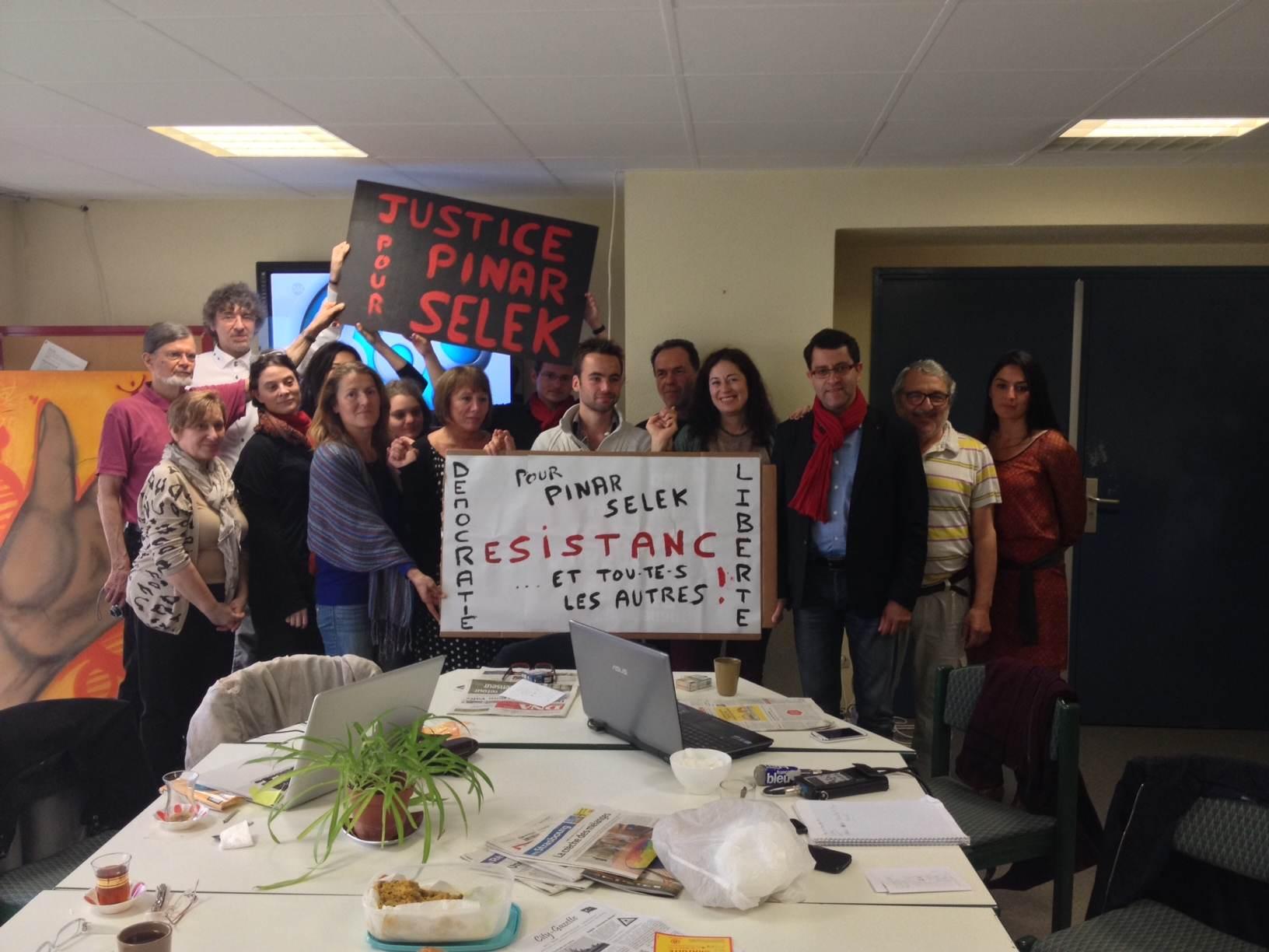 Pinar à Strasbourg avec son comité de soutien