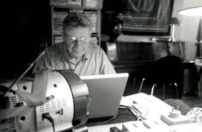 Hervé Gloaguen dans sa tanière photographié par Michel Puech