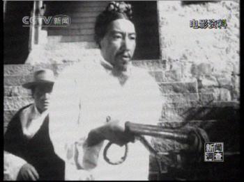 Serfs, 1963 .Le seigneur responsable de la mort des parents du jeune Xiangba